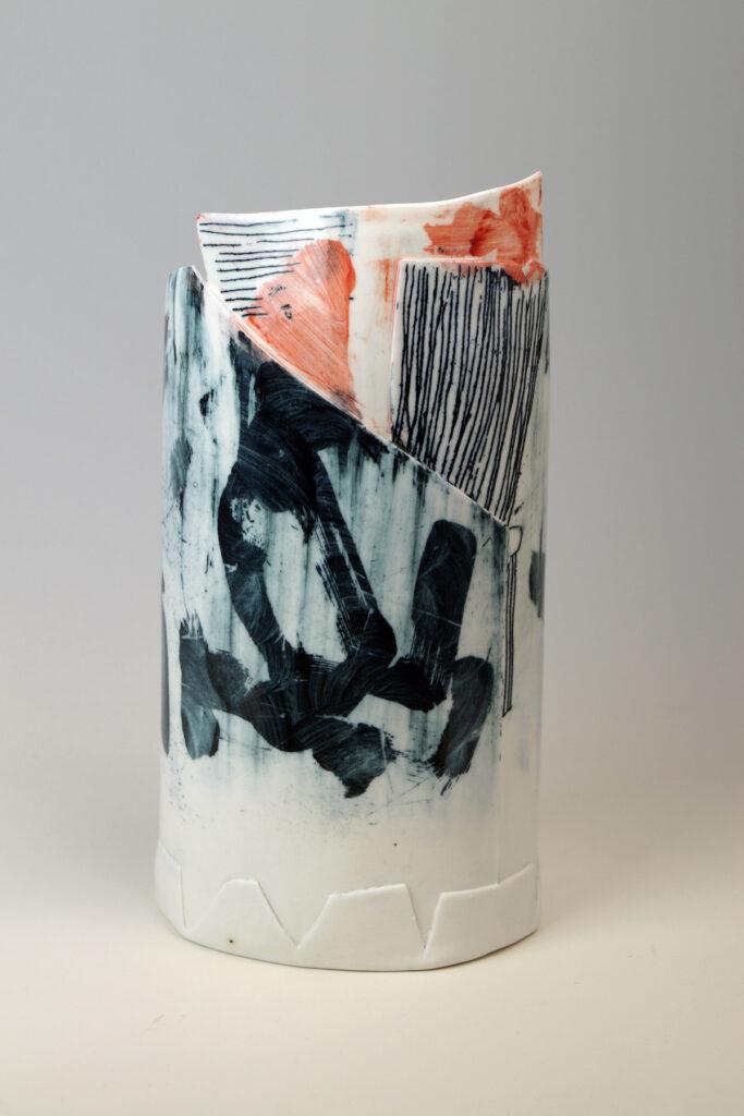 Linierte Vase, Porzellan gefaltet