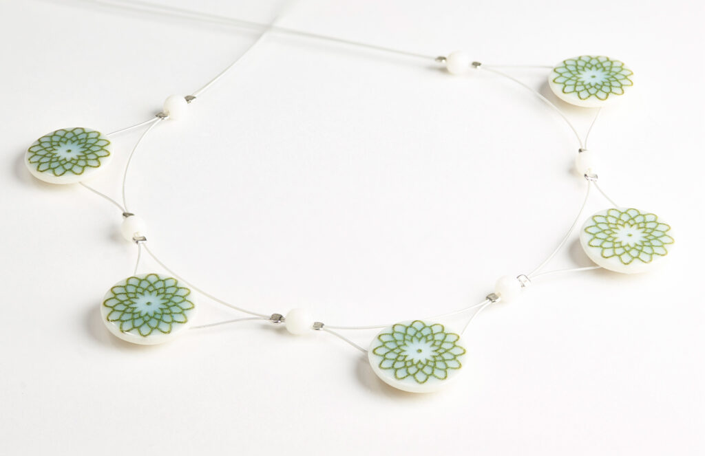 Porzellanschmuck-Collier Grün/Weiß