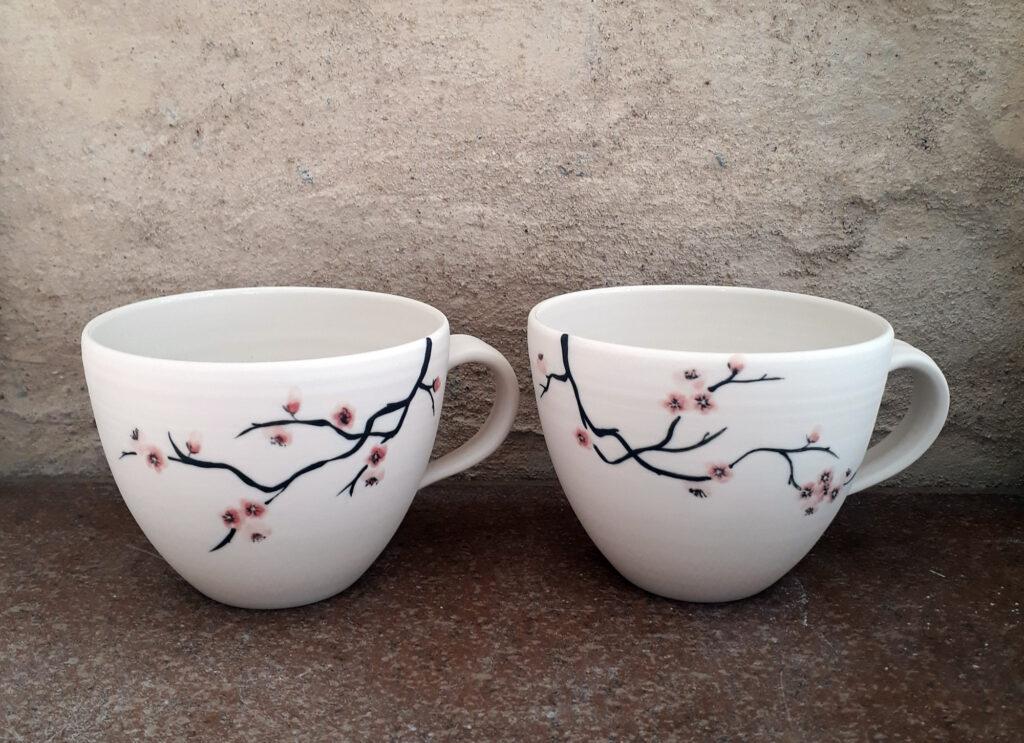 Gedrehte Porzellan Tassen, Blütenzweig