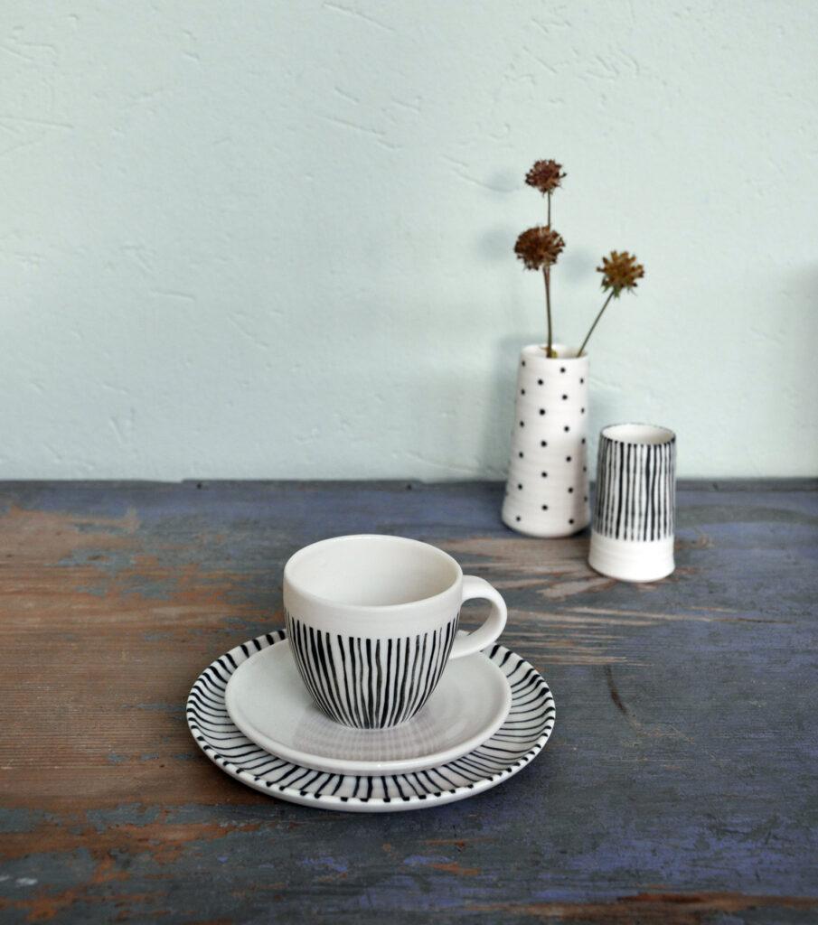 Gedrehtes Porzellan Espresso-Set und Väschen, Streifen und Pünktchen