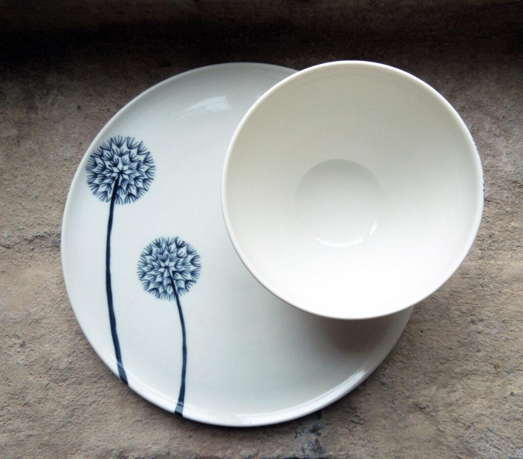 Gedrehter Porzellan Teller und Schälchen, Pusteblume