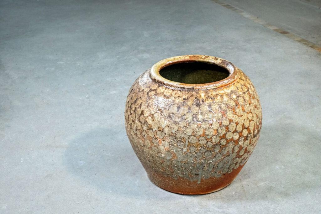 große Vase mit Seladonpunkten, Salzglasur, Holzfeuer
