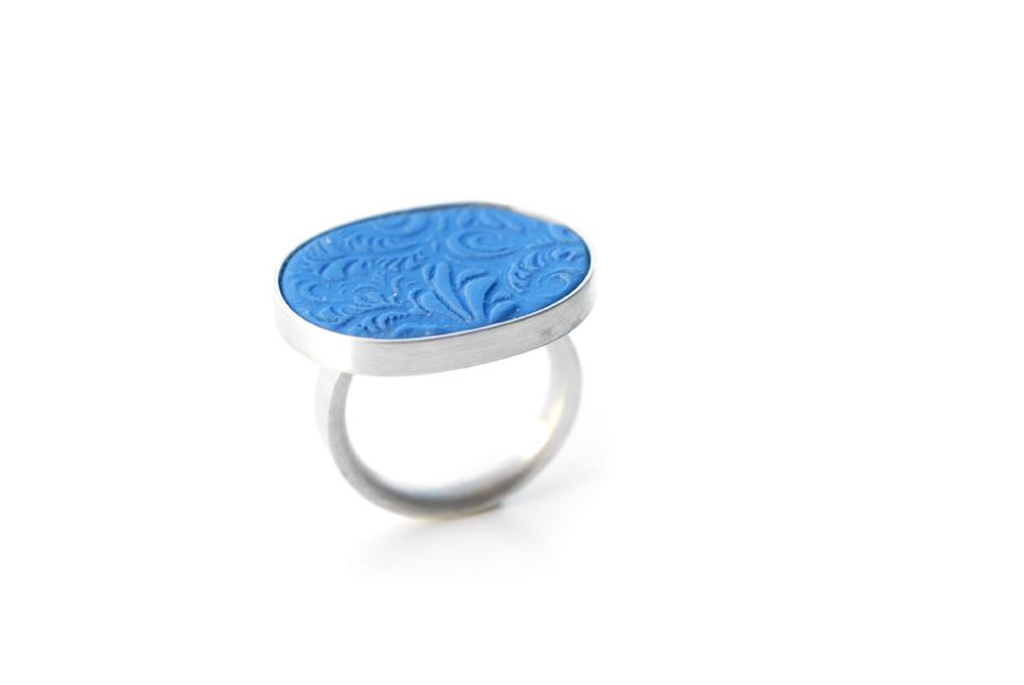 Ring, Edition I-quer, 925iger Silber und Porzellan, um 120€