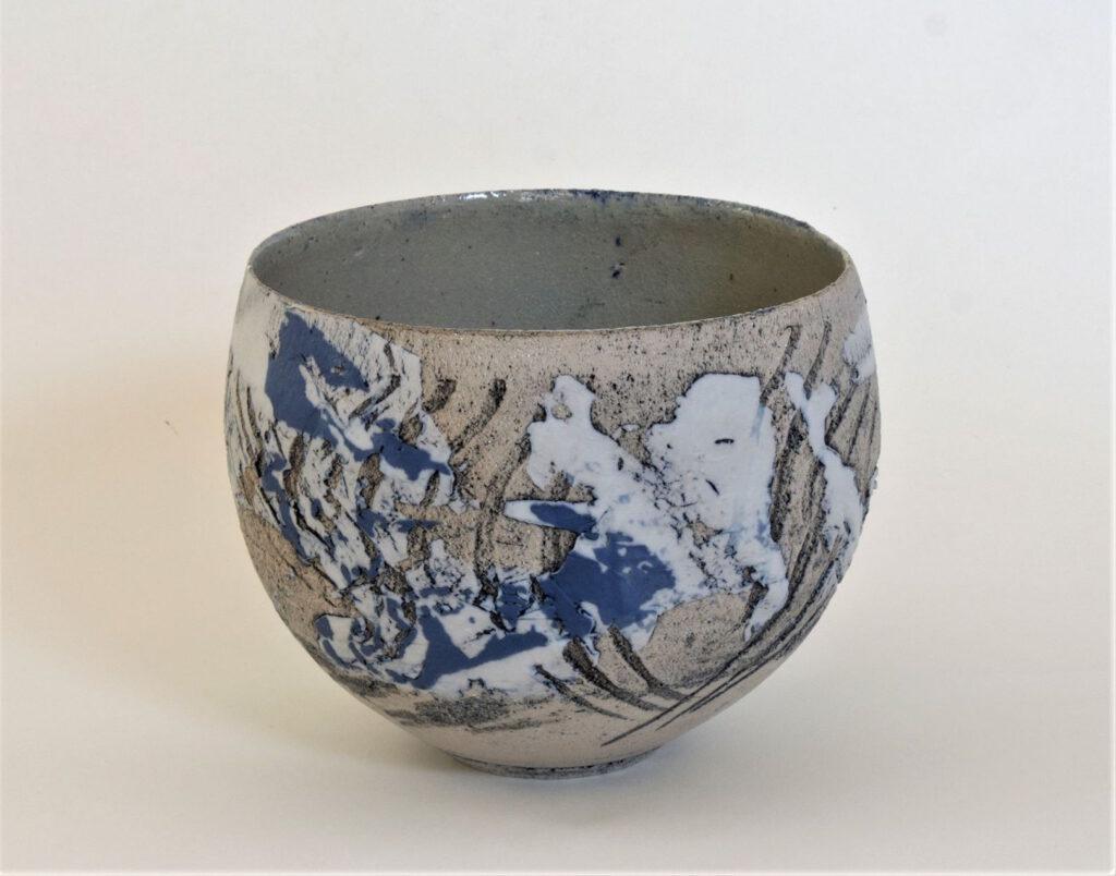 Schale mit Struktur und Porzellanauflagen