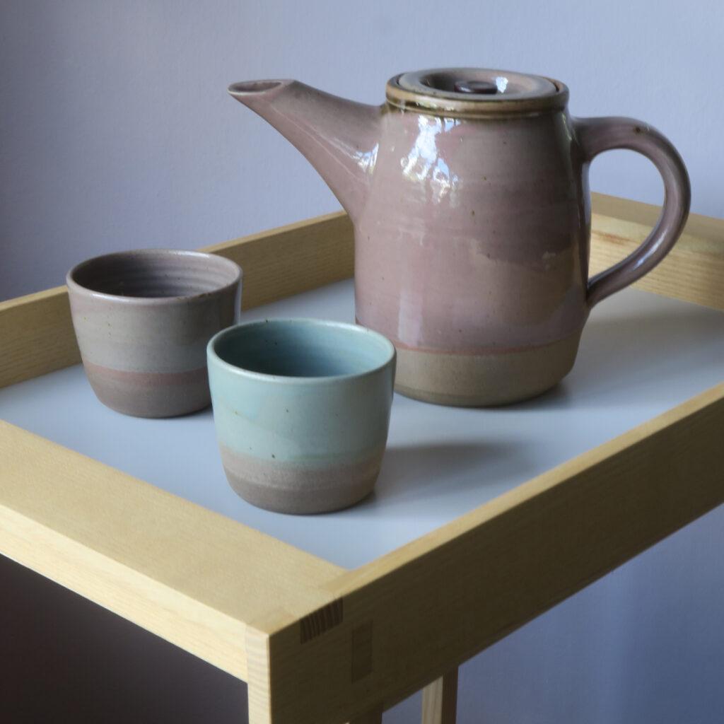Teekanne mit Schalen