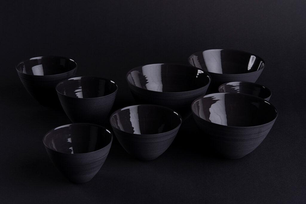 Schalen, schwarzes Porzellan gedreht