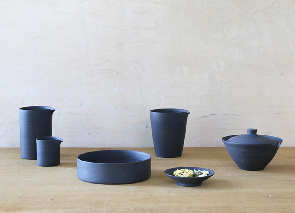Gruppe aus schwarzem Porzellan